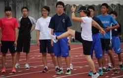 二瓶コーチからの指導の写真